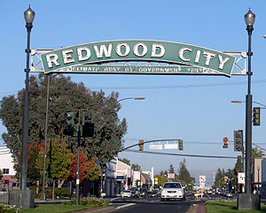 "The ""Redwood City"" arch over Broadwa..."