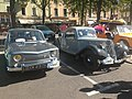 Renault 8 & Citroen Traction Cabriolet (39341698652).jpg