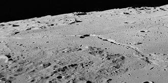 Hyginus (crater) - Image: Rima Hyginus AS17 M 1674