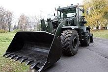 Kirovets trattori 220px-Road_bulldozer_K-702_MV-UDM-2_-_view_2