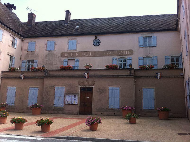 Mairie de Romenay, Saone-et-Loire, France, installée dans l'ancien château de l'évêque de Macon.