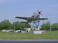 Rond-point avion rochefort.jpg