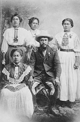 Rua Kenana Hepetipa - Rua and four of his wives