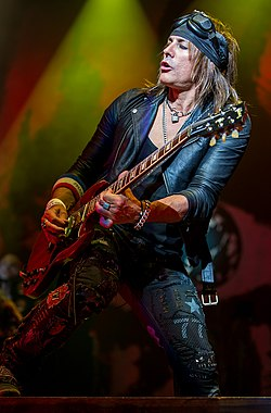 Ryan Roxie of Alice Cooper performing in San Antonio, Texas 2015.jpg