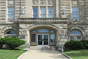 Starke County Courthouse - Image: SCCH Main Entrance 14 25 29 029