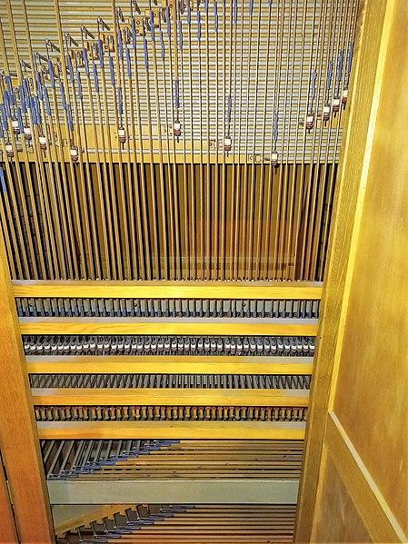 Datei:Saarbrücken-Burbach, Matthäuskirche (Ott-Orgel, Technik und Pfeifenwerk) (4).jpg