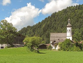 Aschau im Chiemgau - Image: Sachrang, die Sankt Michael Kirche positie 2 2012 08 07 11.20