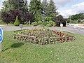 Saint-Hilaire-Saint-Mesmin (Loiret) rond-point avec coix de chemin.JPG
