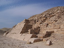 Photograph of a face of the main pyramid.