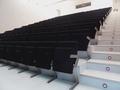 Salón de actos del Civivox San Jorge (Pamplona) - Iruñeko Sanduzelaiko Civivoxeko areto nagusia.png