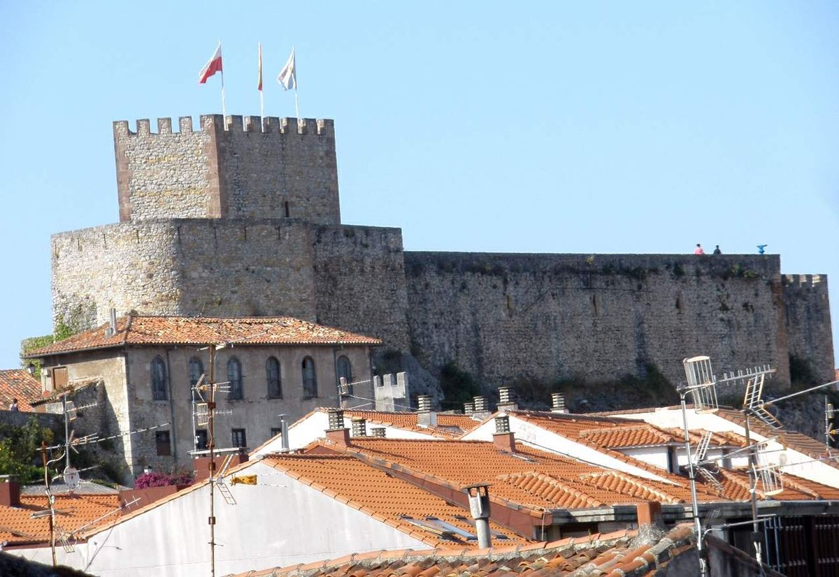 Resultado de imagen de castillo san vicente de la barquera