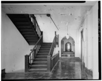 Sara Dennett and Robert A. Ryan, Photographers December, 1979 SIXTH FLOOR STAIRS AND HALLWAY, LOOKING NORTHWEST - Equitable Life Assurance Company Building, 605 Locust Street, HABS IOWA,77-DESMO,12-17.tif