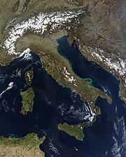 Imagem de satélite artificial da Itália e imediações.