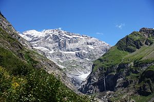 Schärhorn - The Gross Schärhorn (white peak) and the Bocktschingelgrat to its right from the start of the Maderanertal