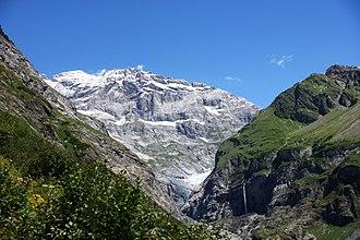 Schärhorn - The Gross Schärhorn (white peak) and the Bocktschingelgrat to its right from the start of the Maderanertal