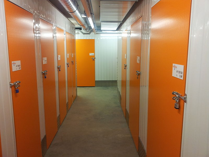 800px-Self_Storage_Flexbox_Hinged_Door.jpg