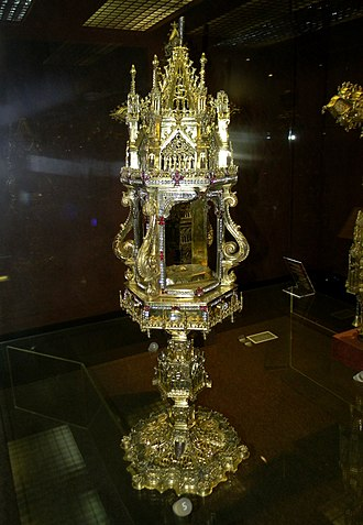 Monstrance - Image: Silver gilt monstrance given to the Monastery of Alcobaça by Dom João Dornelas in 1412