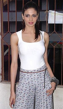 Simran Kaur Mundi - Wikipedia