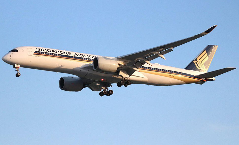 Singapore Airlines A350 9VSML on approach