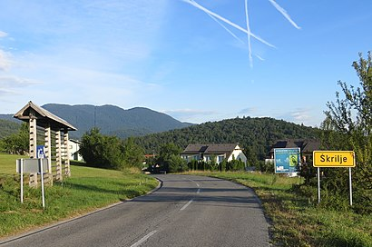 How to get to Škrilje with public transit - About the place