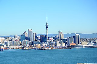 Auckland skyline By Simon_sees from Australia (Skyline Uploaded by russavia) [CC-BY-2.0 (https://creativecommons.org/licenses/by/2.0)], via Wikimedia Commons