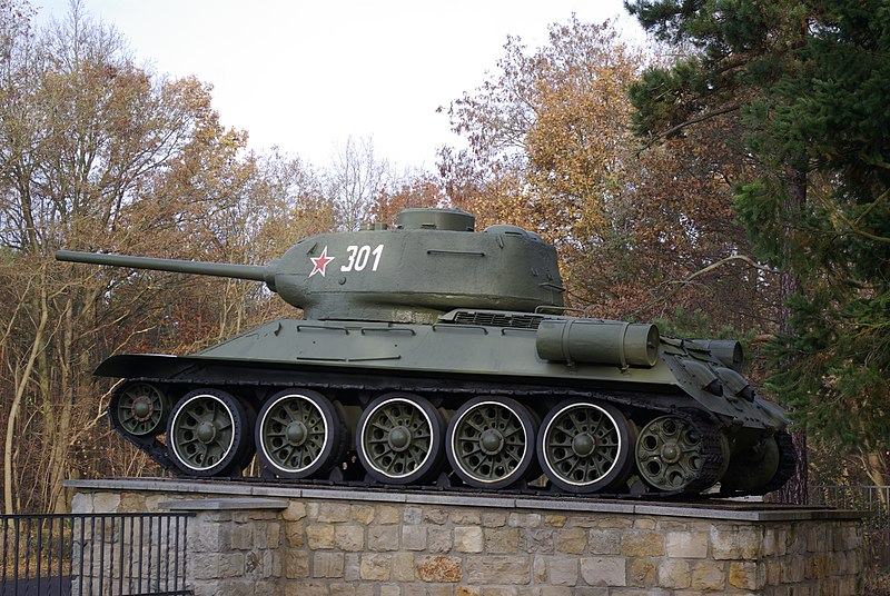 File:Sowjet Friedhof Baruth Panzer 301.jpg