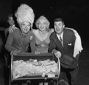 Ken Murray (entertainer) - Spike Jones, Marilyn Monroe and Murray (right) posing at a charity football game, Los Angeles, 1952