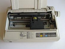 В матричном принтере изображение формируется на носителе печатающей головкой, представляющей из себя набор иголок...