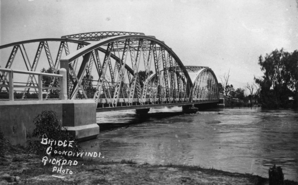 StateLibQld 1 43711 Floodwaters rush under the MacIntyre River Bridge, Goondiwindi, 1921