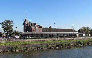 Kampen railway station - Kampen Station seen from the IJssel bridge