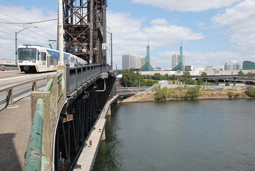 Steel bridge: Ideal place to ride a rental bike