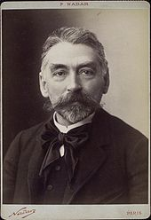 голова и плечи фотография среднего возраста белый мужчина с аккуратной бородой копной седых волос