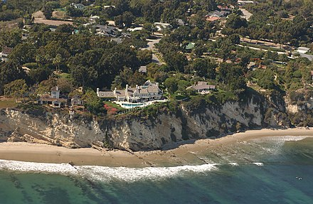 The original image of Barbra Streisand's residence in Malibu, which she attempted to suppress in 2003