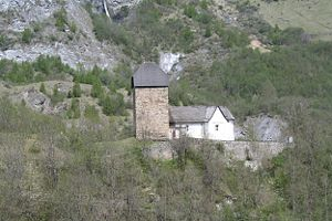 Turm von Surcasti und Kirche Sogn Luregn
