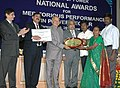 Sushilkumar Shinde presenting the National Award for Meritorious Performance in Power Sector to Mandal Mahila Samakhya, Seethampeta, Andhra Pradesh in the category of Rural Distribution Franchisee Performance, in New Delhi.jpg