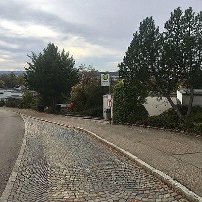 Tübingen - Waldhäuser Straße mit Bushaltestelle Auf dem Kreuz (2018).jpg