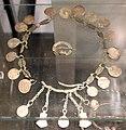 Tesoro di hämeenkoski, con monete in argento anglosassoni, bizantine e arabe, alcune solo imitazioni e altri pendenti, IX-X secolo, dalle isole Aland.JPG