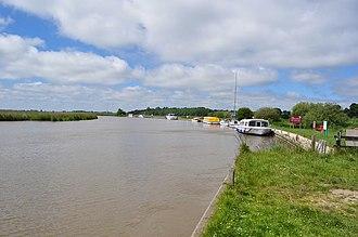 Somerleyton - Image: The River Waveney geograph.org.uk 1919012