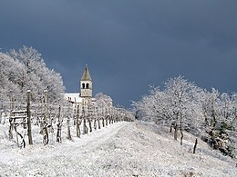 Tomaj church in white (2362892189).jpg