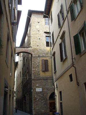 House of Sacchetti - The Tower of the Sacchetti. It was inserted in the defensive system around the Badia Fiorentina begun in the 12th century when the Sacchetti were allied to the degli Uberti. Intersection of Via dei Magazzini and the Via della Condotta, Florence.