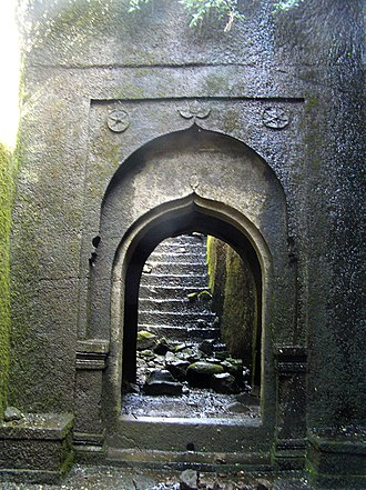 Ratangad - Image: Tryambak darwaza