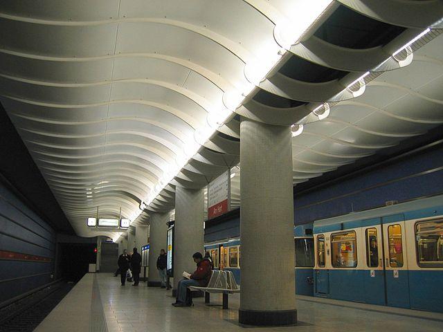 U-Bahnhof Am Hart 01