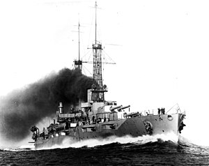 USS New York (BB-34) underway at high speed on 29 May 1915 (19-N-13046).jpg