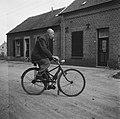 Uitvinder die een opvouwbare fiets bouwde, Bestanddeelnr 900-6252.jpg