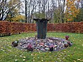 Urnengräber auf dem Friedhof Kirchbarkau.jpg