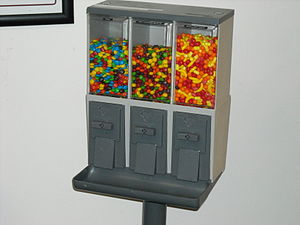 Bulk vending - The Vendstar 3000, a triple machine