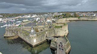 Concarneau ville close voyages cartes for Piscine concarneau horaires