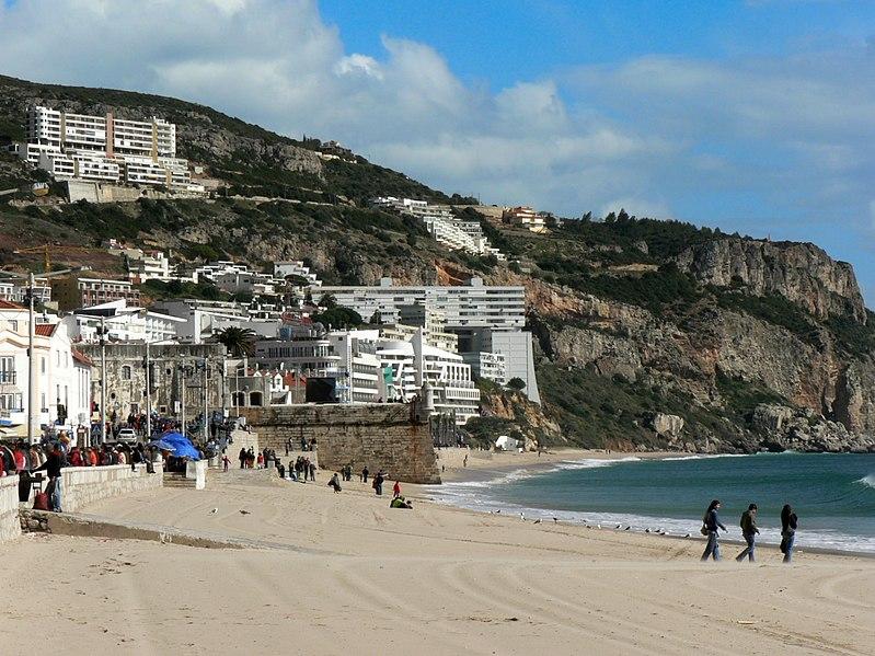 Image:Vista de Sesimbra - vila - praia - fortaleza.JPG