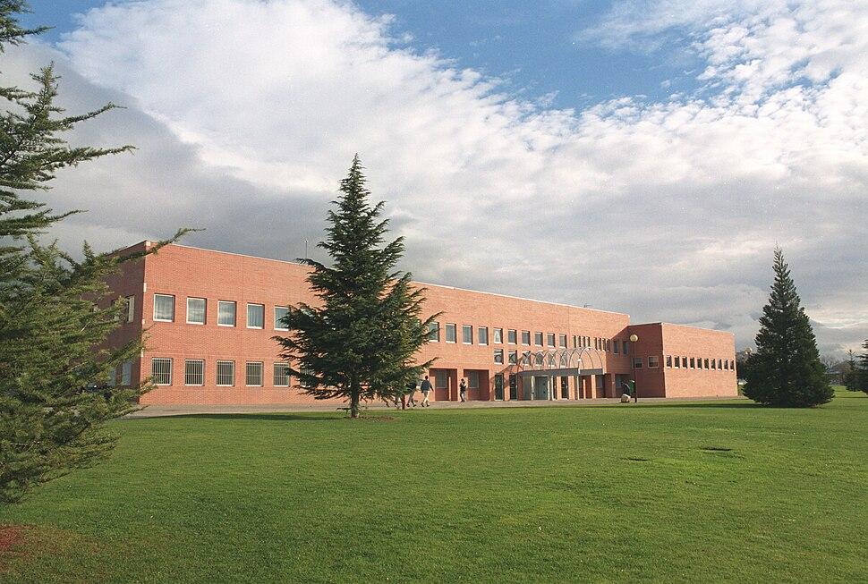 Vista exterior de la facultad derecho Universidad de Navarra