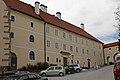 Volksschule Pfarrhof, ehem. Kloster in Schönbach.jpg